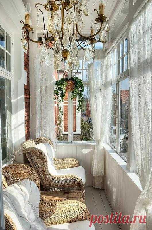 Больше света и пространства. А вы хотели бы такое продолжение своей квартиры?