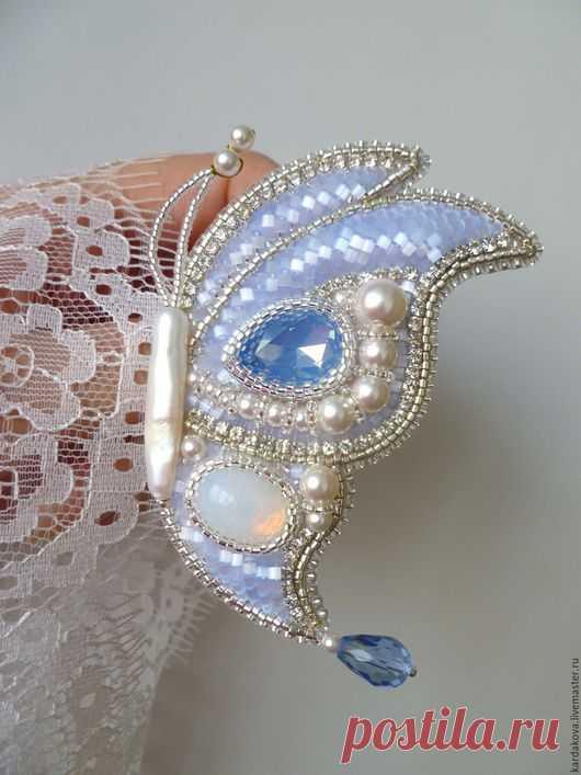 """Купить Брошь """"Снежная эльфийка"""" - голубой, бабочка из бисера, брошь бабочка, нежное украшение"""