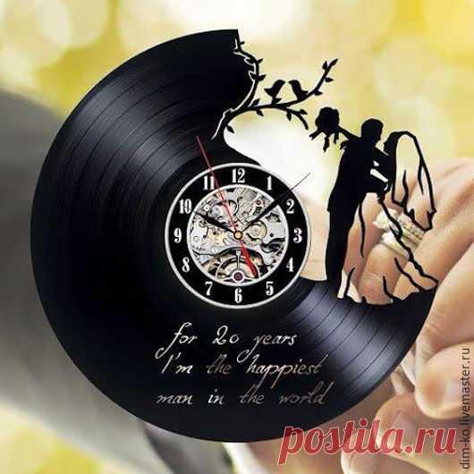 Часы настенные из виниловой пластинки Счастливая семья – купить в интернет-магазине на Ярмарке Мастеров с доставкой Часы настенные из виниловой пластинки Счастливая семья - купить или заказать в интернет-магазине на Ярмарке Мастеров | Часы изготовлены из старых виниловых пластинок.