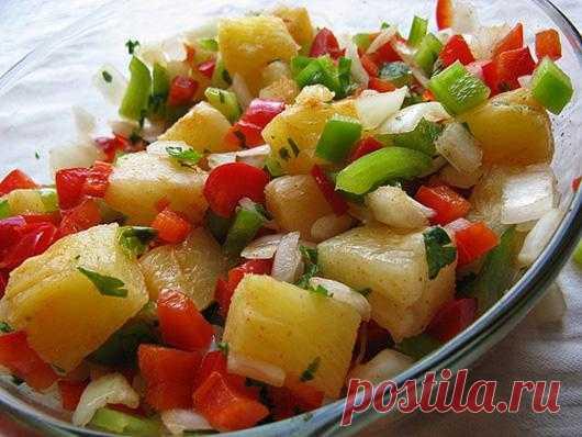 В ананасовой сальсе присутствует пикантное сочетание фруктов и овощей с перцем. Блюдо станет удачным дополнением к рыбе