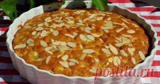 Простейший яблочный пирог  С наступлением осени яблочная выпечка становится всё актуальнее. Чаще всего хозяйки пекут привычные пироги. На самом деле существует масса разных рецептов пирогов, которые не уступают друг другу по п…