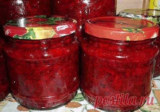 Борщевая заправка.  Очень удобно зимой - баночку маленькую открыл - и борщик за полчаса готов! Можно вегетарианский, можно на бульоне, можно на тушенке - вообще минутное дело!  Ингредиенты: • свекла 3 кг • морковь 1 кг • лук репчатый 1 кг • перец сладкий 1 кг • помидоры 1 кг • 1 стакан сахара • 3 ст.л. соли • 1 стакан растительного масла • 125 мл (половина тонкого стакана) уксуса 9%  выход: около 12 банок по 0,5 л  Приготовление: 1. Все овощи помыть, почистить, далее слоям...