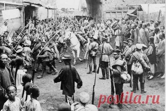 Первой войной Российской империи в XX веке стал поход в Китай, когда наши войска приняли участие в первой международной операции против регулярных китайских войск, восставших ихэтуаней и не подчинявшихся никому формирований на территории Маньчжурии.