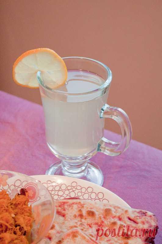Напиток из имбиря, лимона и меда. Рецепт по клику на картинку.