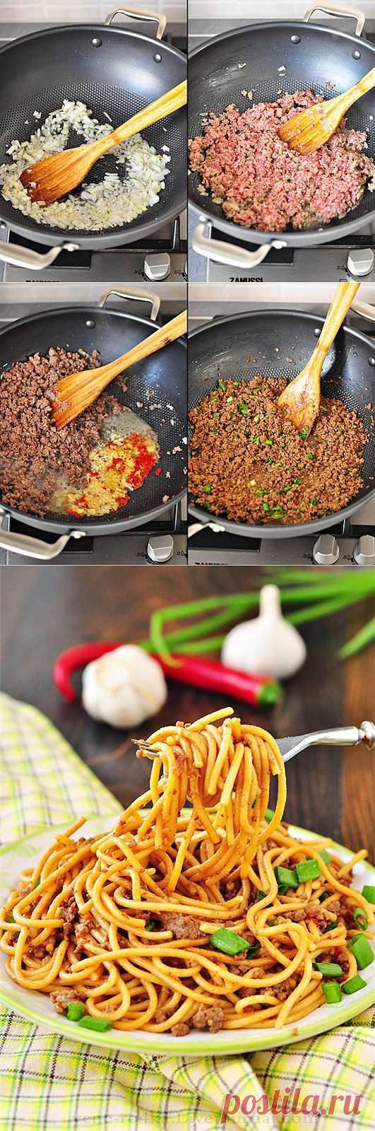 Лапша с мясным соусом по-тайски. Приготовление не требует много усилий, однако блюдо у вас получиться все равно очень вкусным.