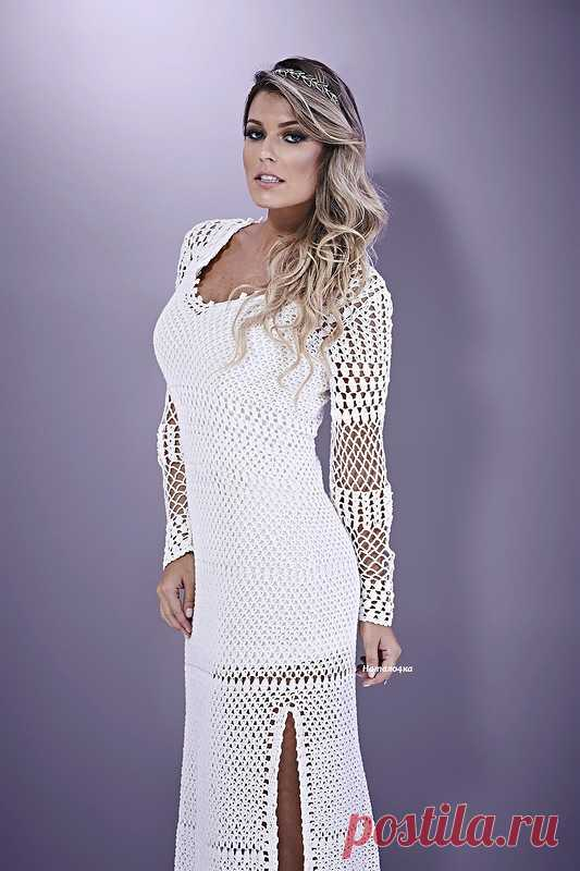 bb8b7013813 Белое летнее платье крючком с разрезами по бокам. Схема платья крючком от  бразильского дизайнера
