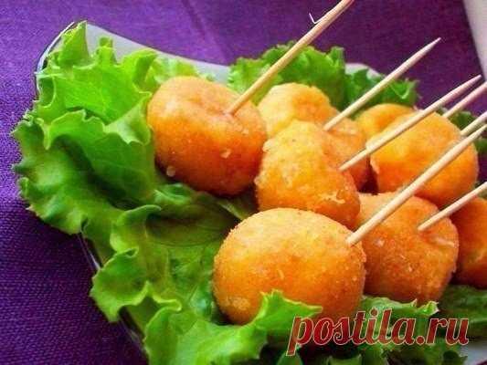 Как приготовить вкусный сырные шарики жареные с чесноком - рецепт, ингредиенты и фотографии