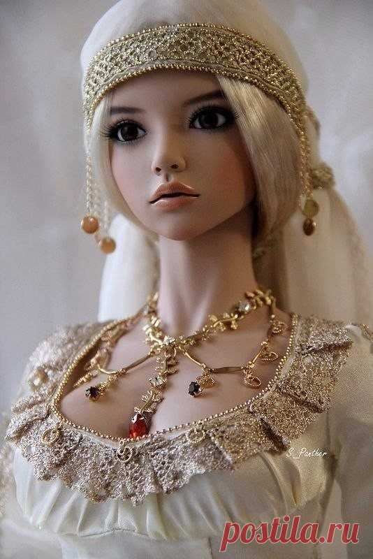 Dolls of improbable beauty