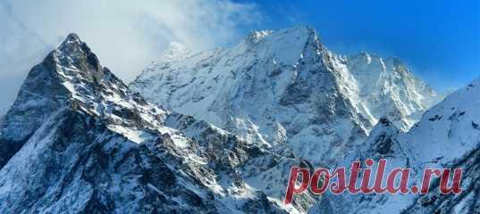 Лавина накрыла горнолыжную трассу на горе Мусса-Ачитара, одном из самых популярных мест на Домбае. Как минимум четыре человека пропали без вести.