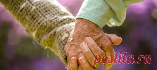 «И жили они вместе долго и счастливо» — оказывается, такое бывает не только в сказках. Но для этого нужны несколько важных качеств. Какие именно? Рассказывают супруги, отметившие 60-летие со дня свадьбы. #самоанализ #психологиялюбви #семейнаяпсихология #психологияобщения