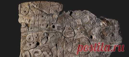 В подвале французского замка Керну нашли, вероятно, самое древнее картографическое изображение известных земель в Европе. Ранее каменный артефакт каким-то образом попал в кладку стены кургана – возможно, так неизвестные хотели продемонстрировать, что не признают владельца их земель.