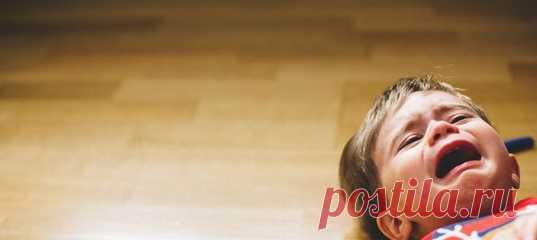 7 способов остановить детские истерики Детские истерики обладают удивительной способностью в мгновение ока выводить из себя даже самых любящих родителей. Психолог рассказывает о том, как справиться с детскими истериками, учитывая при этом чувства ребенка. #секретывоспитания #воспитаниедетей #детииродители #советыродителям