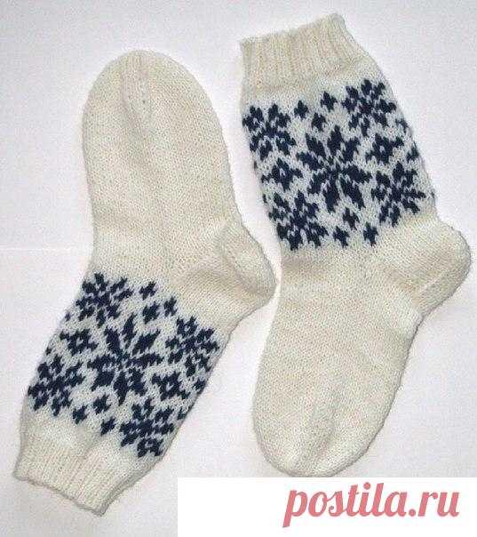 Носки с узором снежинки вязаные спицами. Схема носков со ...