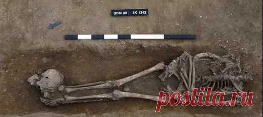 В графстве Кембриджшир обнаружили 52 скелета III и IV веков, некоторые из которых принадлежали казнённым людям. Впрочем, несмотря на вероятную причастность к преступлениям, их похоронили с заботой и по правилам того времени.