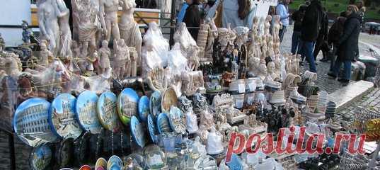 В Риме назревает противостояние между мэрией и продавцами сувениров, которых согнали с мест, где они торговали десятилетиями. Понять можно обе стороны – на чью бы встали вы?