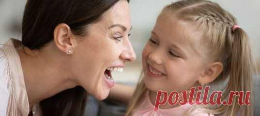 Невролог пояснил, почему ребенок поздно начинает говорить. «Ваш уже заговорил? Нет? А наш уже вовсю болтает», — иногда хвастаются родители успехами ребенка. Папы и мамы, дети у которых молчуны, начинают волноваться. «Доктор, что-то не так?», — отправляются они к врачам. Вопрос о том, почему ребенок поздно начинает говорить, мы адресовали неврологу, эксперту телеканала «Доктор» Татьяне Соцковой.
