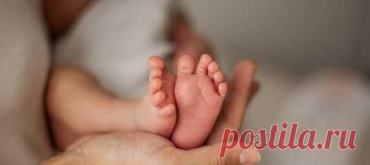 Знак свыше? Мама родила сына с необычной темной прядью в волосах. Молодой отец рассказал удивительную историю в Сети.
