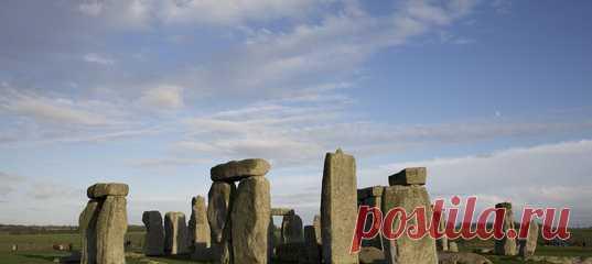 Есть гипотеза, согласно которой Стоунхендж, служивший надгробным сооружением, «взяли с собой» при переезде на новое место.