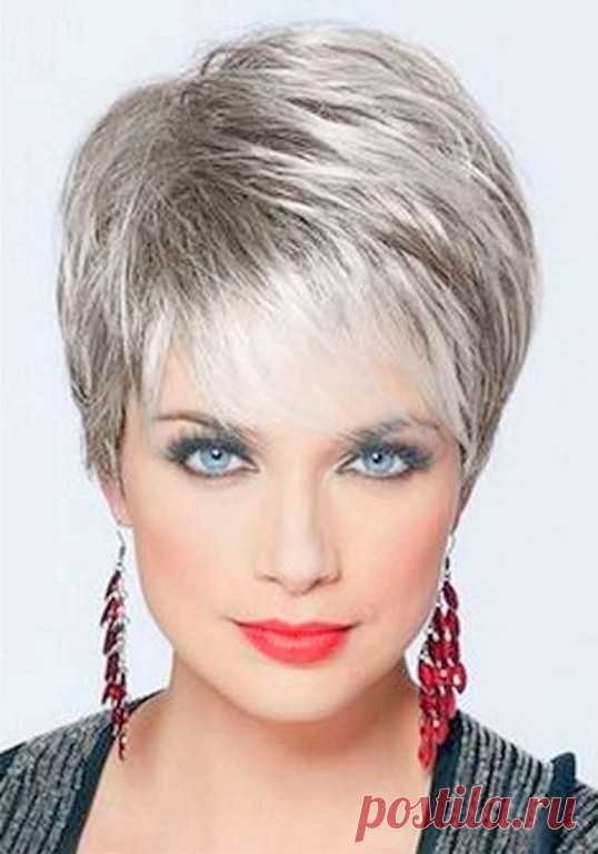 Классные стрижки на короткие волосы)