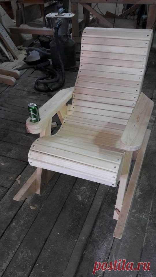 Как сделать кресло-качалку своими руками Как сделать кресло-качалку своими рукамиКресло-качалки обычно стоят очень дороги.Но можно сделать удобный вариант своими руками за разумные деньги.Главное - подобрать тот размер, который поместится в вашем пространстве.