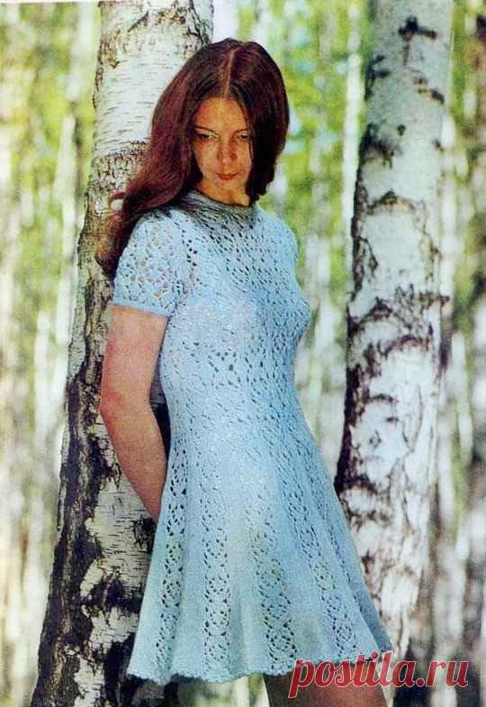 Ажурное голубое платье