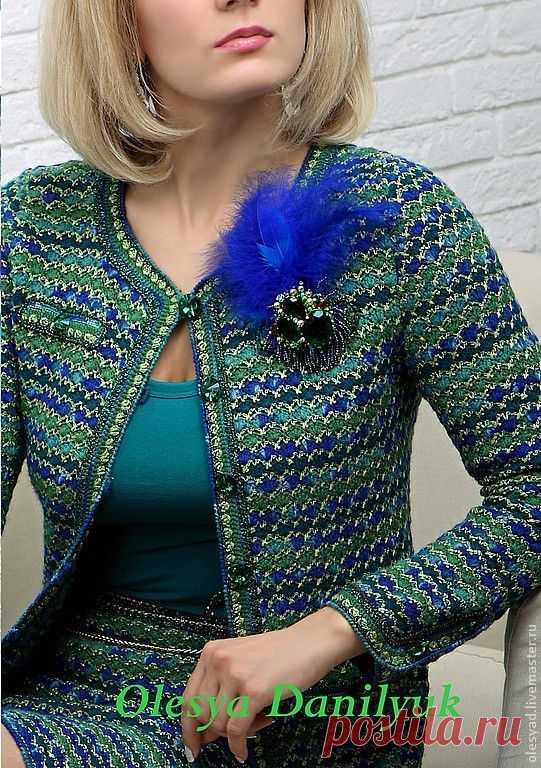 Альбом«Костюм в стиле Шанель от Олеси Данилюк». Со схемами узоров, которые можно использовать при вязании таких костюмов.