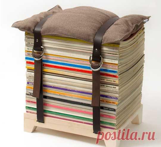 La idea del taburete de las revistas viejas :) (una fotografía más grande por la camarilla a la estampa)