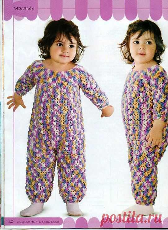 Комбинезончик для малышки, а может быть пижама крючком.
