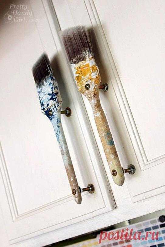 Креативные ручки двери. Догадайтесь, чем они были в прошлой жизни. Ремонт закончился, а его следы остались.