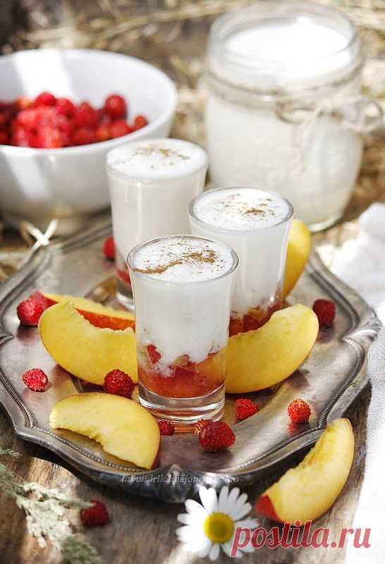 Lapundrik - Йогурт с персиками и земляникой.
