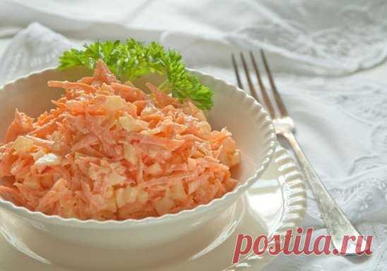 Морковный салат с яйцом на 100грамм - 88.26 ккал  Б/Ж/У - 6.08/4.95/4.54  Ингредиенты:  Морковь — 4-5 Штук (среднего размера)  Яйца вареные — 5-6 Штук  Чеснок — 2-3 Зубчиков  Сметана — 1-2 Ст. ложек  Соль — 1-2 Щепоток (по вкусу)  Приготовление:  Морковку чистим и натираем на терке среднего размера.  Очищаем яйца и либо натираем на той же терке, либо нарезаем мелкими кубиками. Выкладываем в салатник к моркови.  Зубчики чеснока очищаем и измельчаем давилкой.  Добавляем к мо...