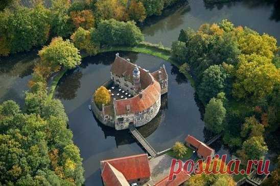 Замок Vischering, Германия.