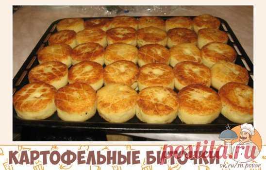 Картофельные биточки Предлагаю вашему вниманию достойный рецепт для сытного ужина. К картофельным биточкам можно подать грибной соус с шампиньонами. Ингредиенты Картофель - 1 кг. Лук - 1 шт. Яйца - 4 шт. Мука - 2-3 ст.л. Молотые сухари - 2 ст.л. Растительное масло - 1/2 стакана. Сыр твердый - 100 г. Соль, черный молотый перец - по вкусу. Способ приготовления Шаг 1 Картофель помыть, очистить и отварить в подсоленной воде. Остудить. Шаг 2 Лук помыть, почистить и нарезать небольшими кубиками. Ша