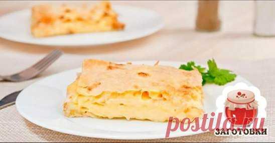 Сырная закуска Ингредиенты: Лаваш - 0,5 упаковки Сыр - 500 гр Молоко - 70 гр Яйцо - 1 шт Сливочное масло -  2 ст. л. Приготовление: 1. Натираем сыр на крупной терке 2. Немного взбиваем яйцо (1 шт), добавляем молоко (70 гр) и смешиваем с сыром (500 гр). Можно прямо руками! 3. Нарезаем лаваш под размер формы. Я использовала стеклянную прямоугольную форму. У меня получилось 6 листов. 4. Выкладываем лист лаваша в форму, затем сыр, снова лист, снова сыр и т.д. У меня таким образом получилось