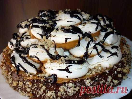 А-ля графские развалины Ингредиенты: Готовила подобный торт, но немного по другому рецепту. Недавно попался на глаза рецепт этого замечательного тортика (к сожалению не могу сделать пометку на автора, поэтому заранее извиняюсь) Тортик действительно замечательный: вкус нежный, в меру сладкий. Тесто: 4 яйца 1 ст. сахара 100 гр. муки 20 гр. какао 1 ч. л. разрыхлителя Приготовление: Белки взбиваем с 0.5 ст. сахара, в отдельной посуде взбиваем желтки с 0.5 ст. сахара. Муку просеиваем