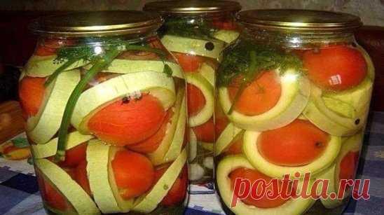 Консервированные помидоры в кабачках «Сатурн»  Это настолько интересное и оригинальное блюдо. Его внешний вид просто приводит в неподдельный восторг! Вкус кабачков с помидорами очень гармоничен, кабачки полностью насыщаются вкусом помидоров, пропитываются маринадом и получаются необычайно вкусно!  Ингредиенты:  Помидоры мелкие — 2 килограмма;  кабачки — 1,5 килограмма;  сахар — 50 грамм;  уксус 6% — 50 грамм;  соль — 50 грамм;  листья вишни — 3 штуки;  один листок хрена;  лавровый лист — 2 ли