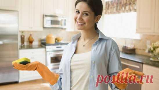 35 ПОЛЕЗНЫХ СОВЕТОВ НА КУХНЕ Ржавчина с плиты исчезнет, если протереть её поверхность горячим растительным маслом. Если Вы разрезали клеёнчатую скатерть, то покройте место пореза с обеих сторон бесцветным лаком для ногтей. Пореза не будет видно. Тёрку, на которой вы собираетесь натереть сыр, смажьте растительным маслом. От этого сыр не будет склеиваться, а тёрку легче вымыть. Если на кухне неприятно пахнет, налейте в сковороду немного столового уксуса и подержите сковороду на слабом огне, по