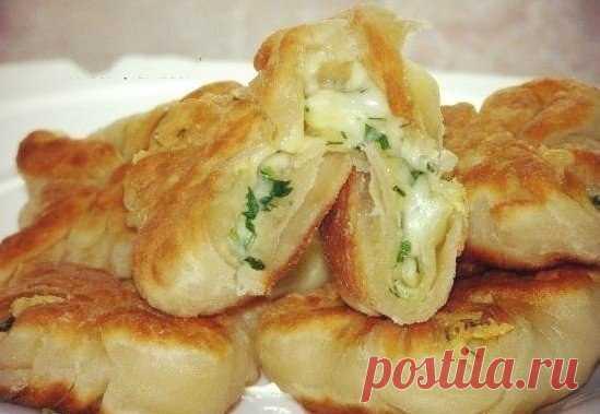 кефирные конвертики с сыром и зеленью - очень просто, недорого, умопомрачительно вкусно и ароматно.