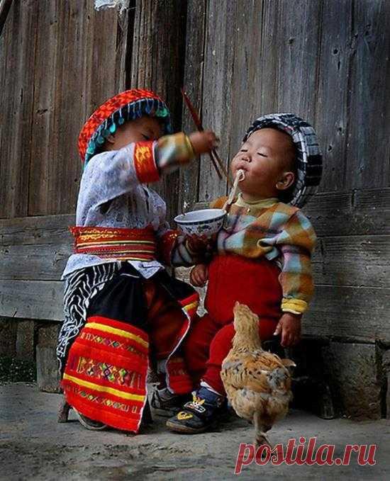 Наслаждаться счастьем — величайшее благо, обладать возможностью давать его другим — еще большее.  Фрэнсис Бэкон