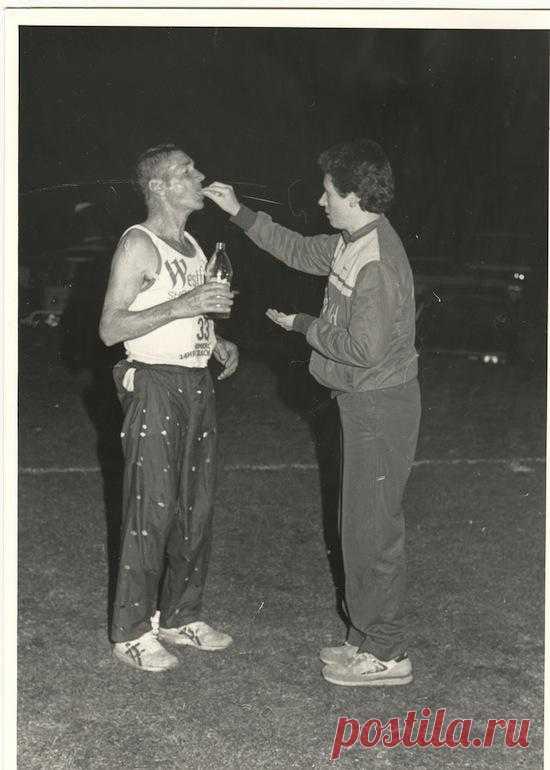 Границы легче преодолевать, если не знать об их существовании. Так, в 1983 году 61-летний австралийский фермер Клифф Янг пробежал 5-дневный супермарафон от Сиднея до Мельбурна (875 км) быстрее молодых профессионалов, просто потому что не знал, что по правилам участникам можно было спать…