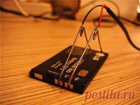 Как зарядить Андроид без зарядного устройства и USB кабеля