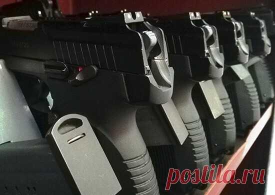 2021 январь. Спецназ России получил партию современных пистолетов «Грач». Новый Пистолет Ярыгина (ПЯ) отличается магазином увеличенной емкости (до 18 патронов), плавным спуском с небольшим ходом спускового крючка, что позволяет вести стрельбу с более высоким темпом. Пистолет также оснащен планкой для крепления подствольного фонаря с лазерным целеуказателем. Пистолет «Грач» позволяет применять бронебойные патроны