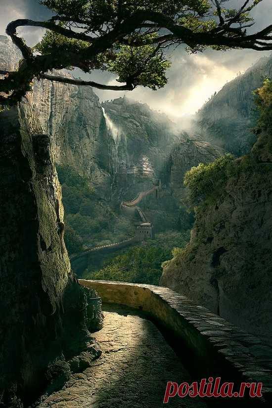 Великая китайская стена в ущелье.