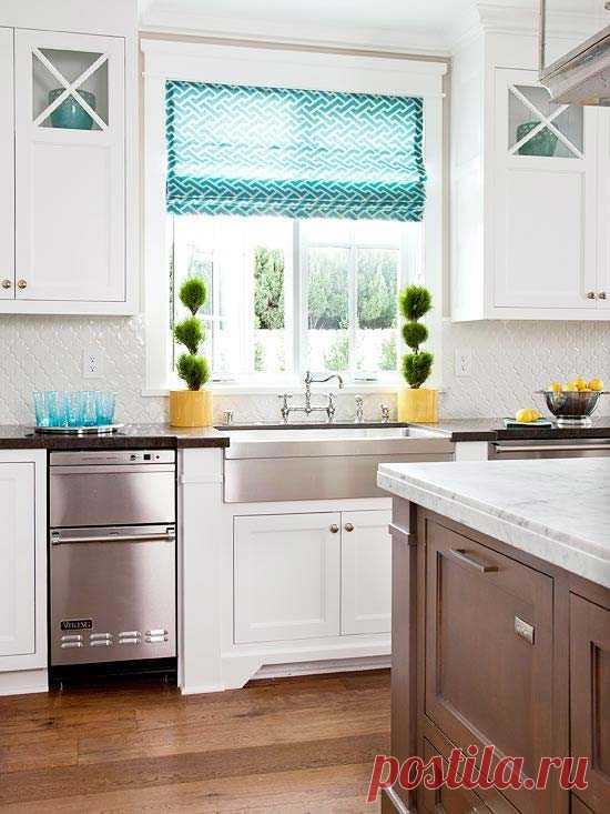 Греческие шторы в интерьере кухни