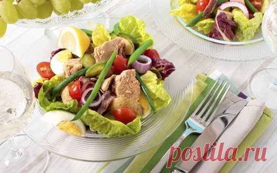 Салат Нисуаз: аппетитное французское блюдо на все случаи жизни Лето, хорошая погода и много свежих овощей – прекрасные условия для того, чтобы приготовить на кухне что-нибудь замечательное. Например, это может быть знаменитый салат Нисуаз, придуманный некогда в Ницце и давно вошедший в традиционную французскую кухню...