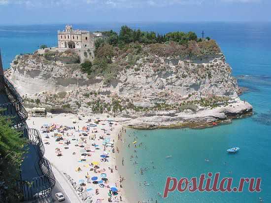 Добро пожаловать в Калабрию! - Неаполь по-славянски   /   Итальянская провинция Калабрия – это место идеально подойдет для тех, кто успел уже побывать на многих популярных курортах мира, насладиться роскошью, традиционной экзотикой и жаждет чего-то нового