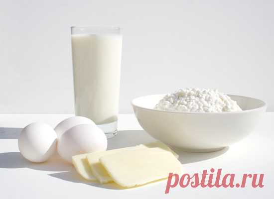 10 продуктов, которые никогда не отложатся в жир Как мы все уже давно поняли, причиной лишнего веса служит вовсе не содержание жира в пище, а содержание углеводов. В крови углеводы превращаются в сахар, и чтобы нейтрализовать его излишки, в игру вступает инсулин, и он-то как раз компонует сахар в жировые клетки...