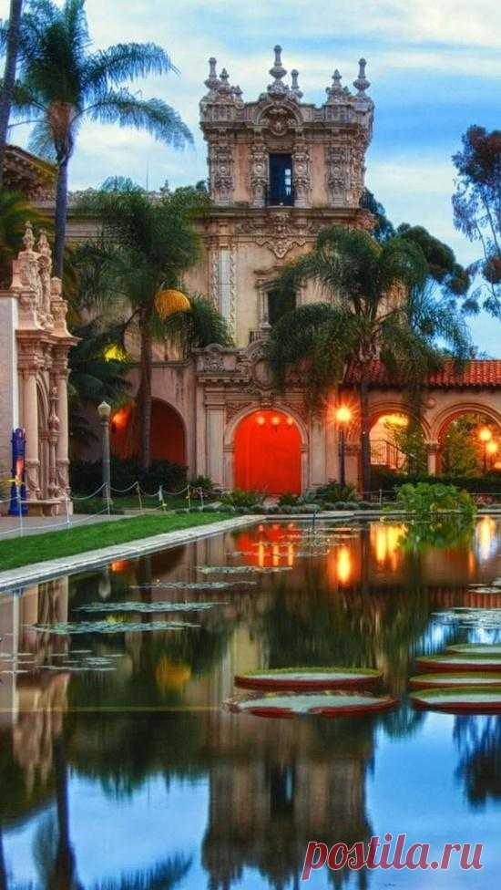 Парк Бальбоа в Калифорнии называют островом сокровищ Сан-Диего. Здесь каждый может найти для себя что-то интересное: театры, ботанические сады, магазины, музеи, рестораны, зоопарк.