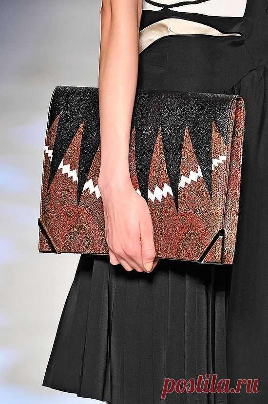 Декор клатча от Етро / Сумки, клатчи, чемоданы / Модный сайт о стильной переделке одежды и интерьера