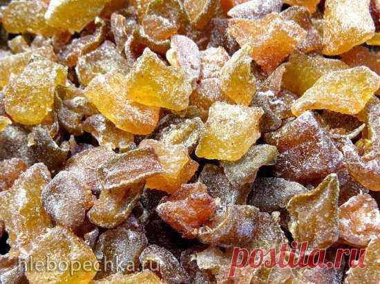 Цукаты «Дюшес» Изумительные ароматные янтарные цукаты для украшения и удовольствия. Кабачки очистить от кожицы и семян, груши тоже лучше очистить от кожицы и семенной коробочки (я не очищала). Нарезать кабачки кубиками 1, 5х1, 5 см, а груши чуть более крупными - примерно 2х2 см (они больше увариваются и усыхают).О